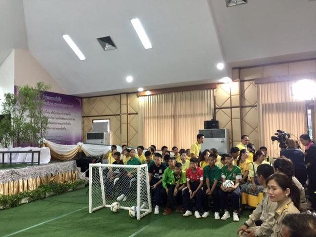 """Đội bóng Thái Lan kể lại """"khoảnh khắc kỳ diệu"""" được giải cứu khỏi hang - 9"""