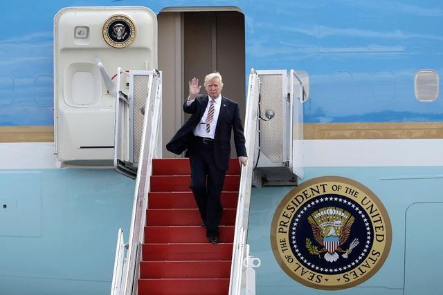 Tổng thống Mỹ Donald Trump trên chuyên cơ Không Lực Một. (Ảnh: AFP)