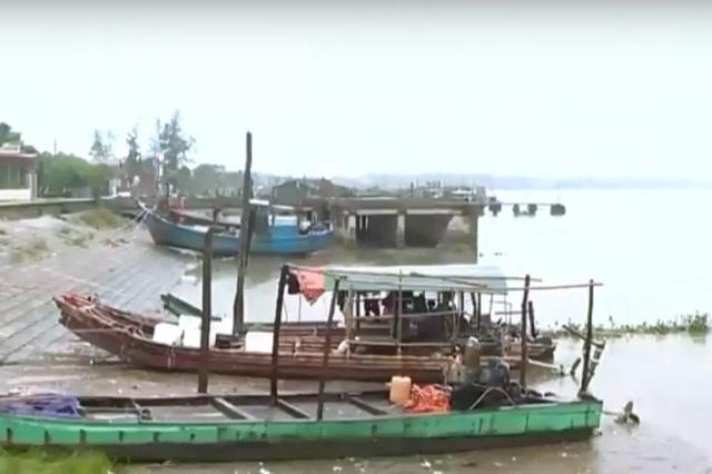Nhiều tàu thuyền vẫn chưa vào nơi tránh trú bão an toàn