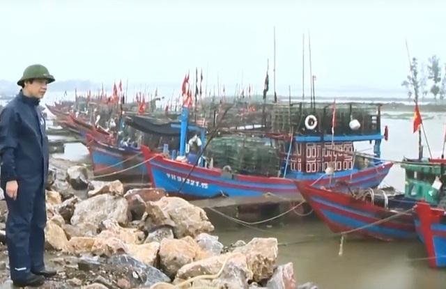Ông Nguyễn Đình Xứng phê bình Chủ tịch HĐND và Chủ tịch UBND huyện Quảng Xương vì lơ là công tác phòng chống bão