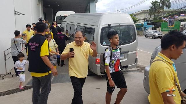 """Đội bóng Thái Lan kể lại """"khoảnh khắc kỳ diệu"""" được giải cứu khỏi hang - 12"""