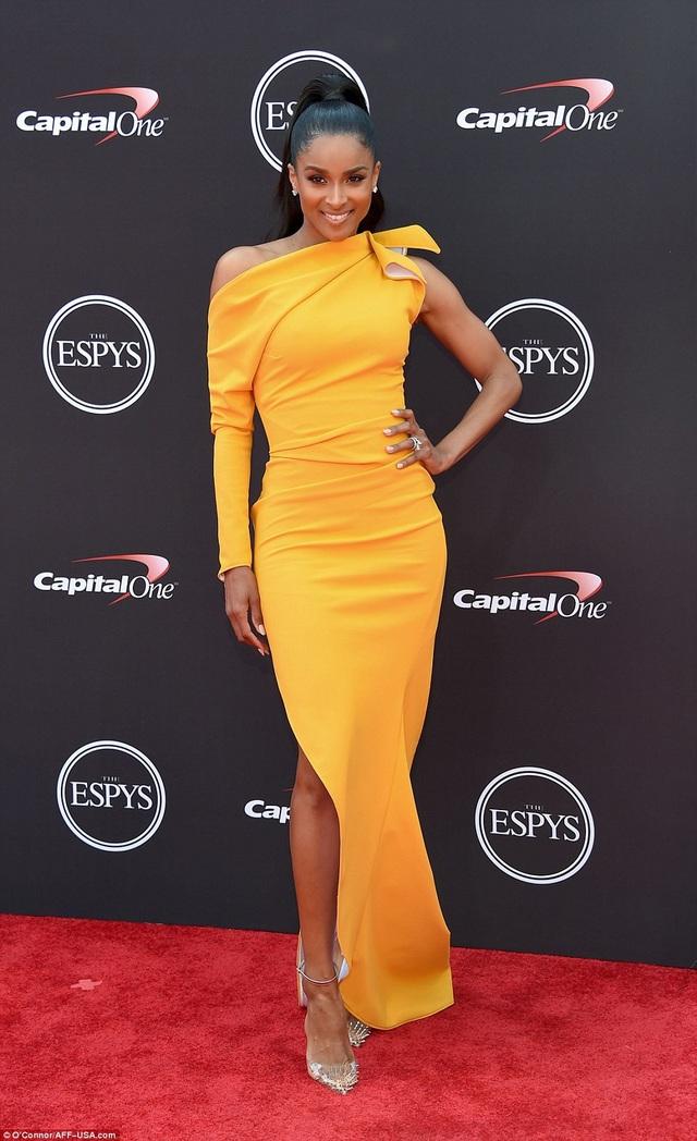 Ca sỹ Ciara quyến rũ dự lễ trao giải ESPY diễn ra tại Los Angeles ngày 18/7 vừa qua