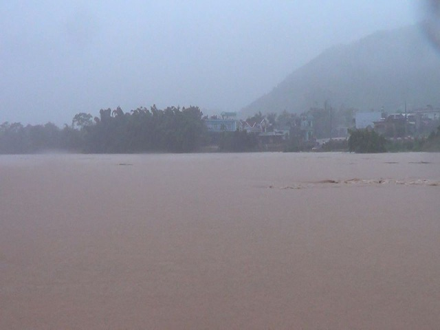 Do ảnh hưởng của bão số 3, mưa lớn khiến nước sông dâng cao