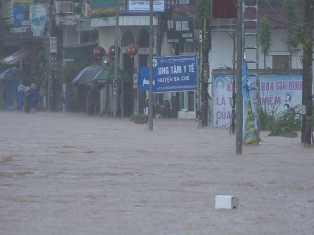 Nhiều tuyến phố, nhà dân thuộc thị trấn Ba Chẽ cũng bị ngập lụt