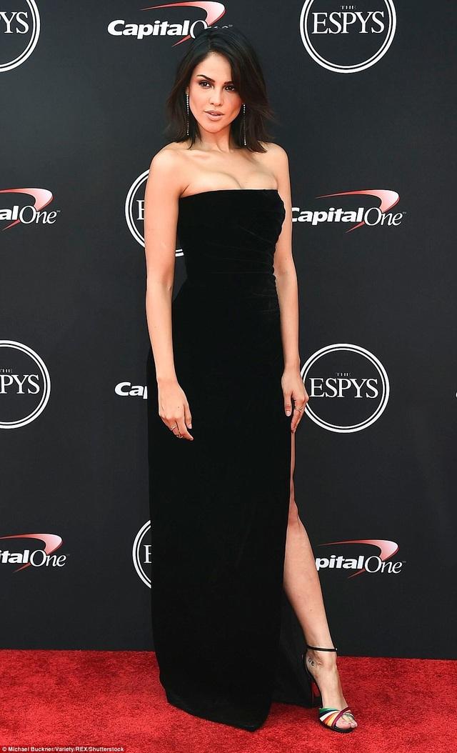 Nữ diễn viên Eiza Gonzalez đẹp thanh lịch