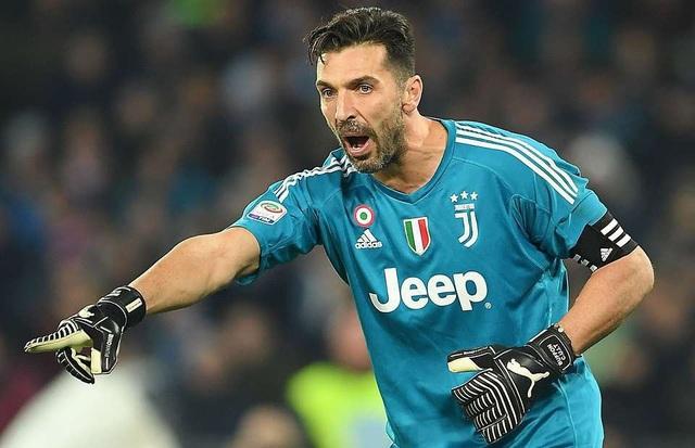 Kỷ lục về mức phí chuyển nhượng của thủ môn đã được Juventus xác lập vào năm 2001 khi chiêu mộ Buffon với giá 32,6 triệu bảng. Đây thực sự là hợp đồng thành công bậc nhất trong lịch sử CLB. Trong 17 năm khoác áo Lão bà, Buffon luôn nằm trong top thủ môn hàng đầu thế giới. Anh ra đi để lại khoảng trống quá lớn trong khung gỗ của Juventus.