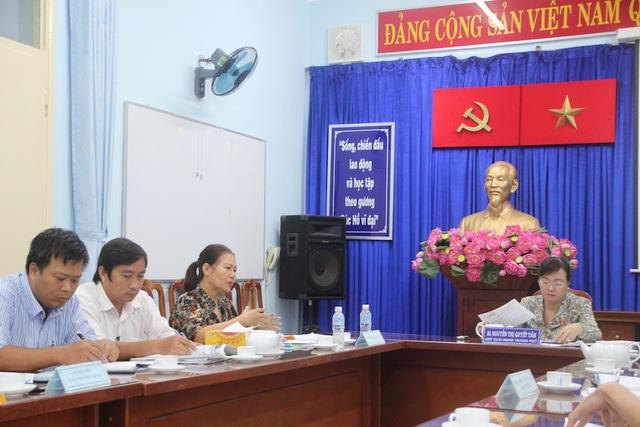 Bà Hồ Thị Mai trình bày sự việc với Chủ tịch HĐND TPHCM Nguyễn Thị Quyết Tâm