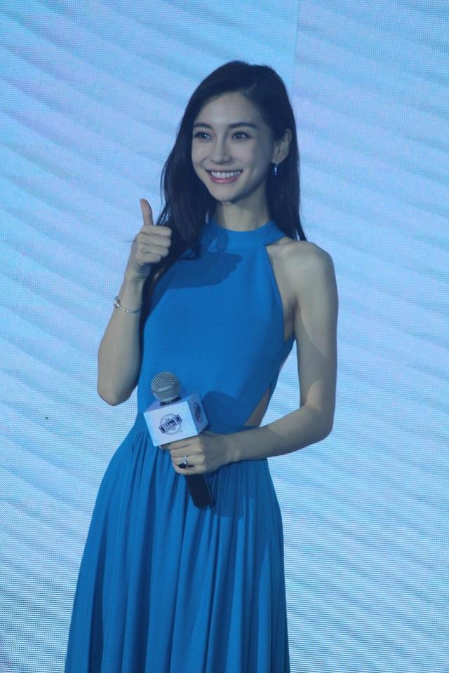Ngày 18/7, Angelababy tham dự một sự kiện tại Bắc Kinh, Trung Quốc.