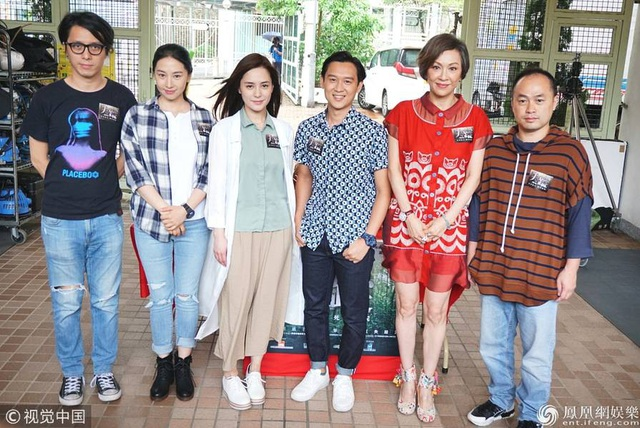 Tháng 12 tới, Chung Hân Đồng và chồng trẻ sẽ tổ chức thêm hôn lễ tại Hồng Kong. Vợ chồng Chung Hân Đồng cho hay, họ không gặp sức ép về chuyện có con sớm mà để mọi chuyện thuận theo tự nhiên.