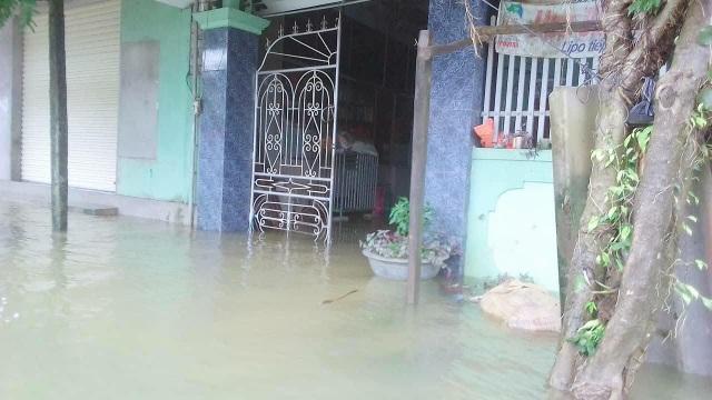Nhiều ngôi nhà bị ngập sâu.