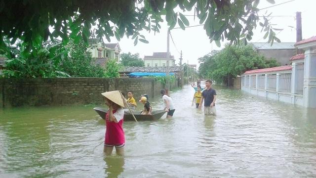 Nước ngập cô lập hoàn toàn 57 hộ dân và 8 ngôi làng.