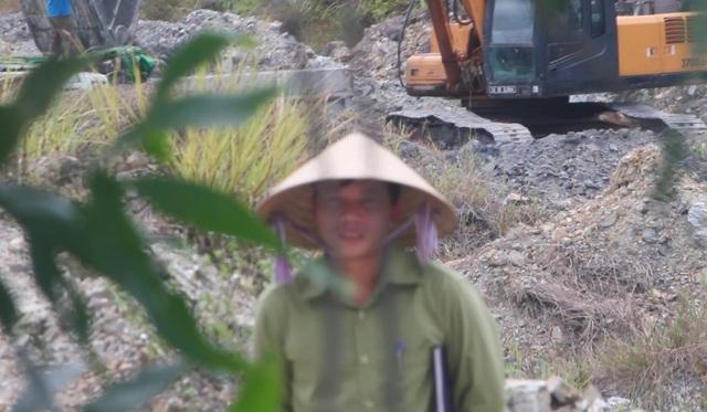 Ồ ạt chở đất đá sét lậu ra khỏi mỏ chưa hoàn thiện thủ tục tại Thừa Thiên Huế! - 9