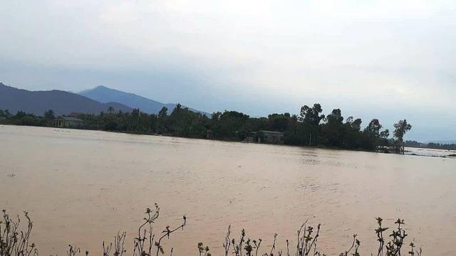 Tại địa bàn huyện Nông Cống, nước ngập trắng băng đồng ruộng do mưa lớn