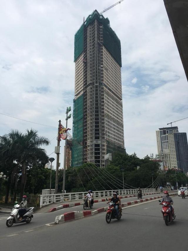 Tháp Doanh Nhân sở hữu vị trí đắc địa, số 1 Thanh Bình, Mỗ Lao, Hà Đông. Một mặt tiếp giáp đường Trần Phú, một mặt nằm ngay trên đường Thanh Bình, View Vườn hoa Hà Đông