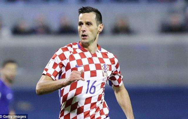 Nikola Kalinić được nhận huy chương dù bị đuổi về nước ngay sau trận gặp Nigeria