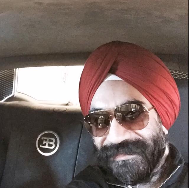 Đại gia Anh gốc Ấn chơi xe Rolls-Royce tiệp màu khăn quấn đầu - 10