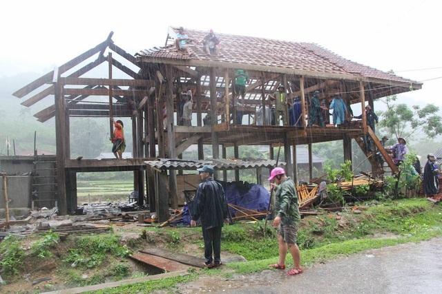 Chính quyền huyện Quế Phong, xã Thông Thụ, Đồn BP Thông Thụ, Công an huyện Quế Phong ... giúp bà con khắc phục hậu quả.