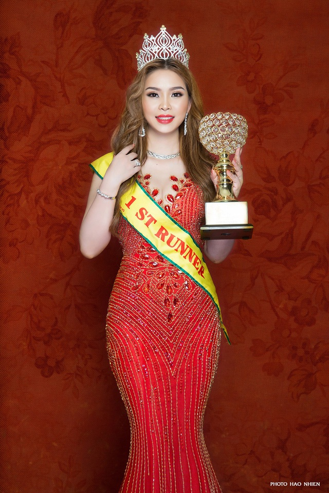 Cô còn được Ban tổ chức trao tặng danh hiệu Hoa hậu có khuôn mặt đẹp