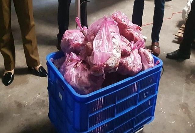 Ngành chức năng phát hiện 729 kg đầu gà đông lạnh hết hạn sử dụng tại cơ sở Hồng Thắm