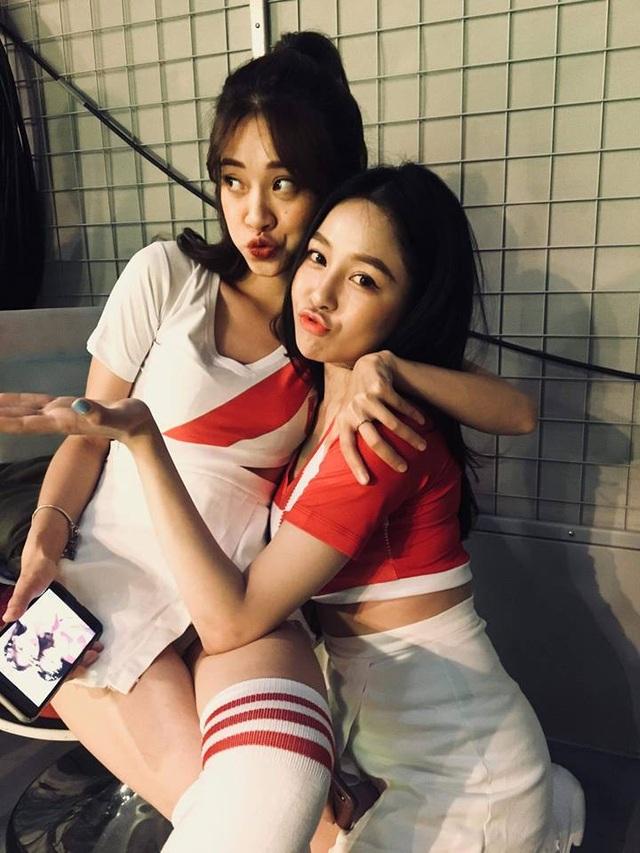 Trâm Anh cùng nhiều hot girl khác tham gia Nóng cùng World Cup 2018 từng rất thân thiết.