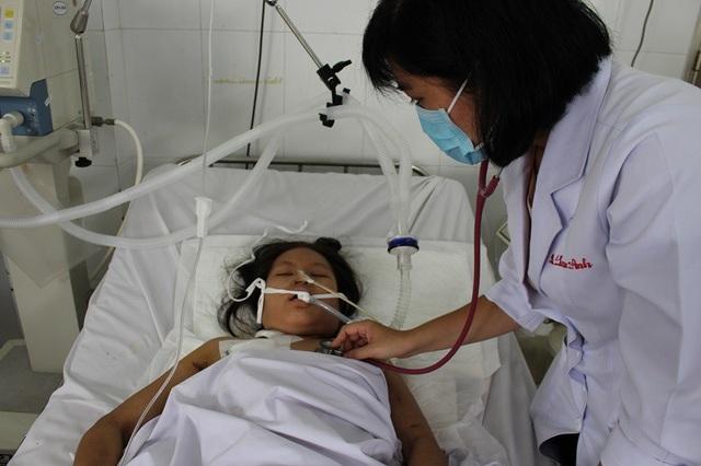 Bác sĩ nỗ lực cứu chữa nhưng sự nghèo khó đang ngăn cản sự sống của người bệnh