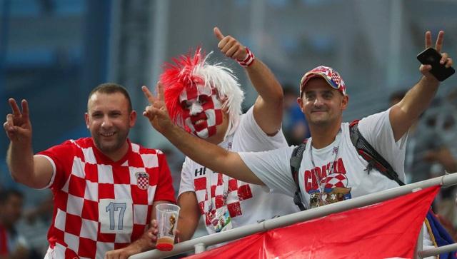 Cổ động viên Croatia tới cổ vũ cho đội nhà thi đấu vòng 1/8 với Đan Mạch