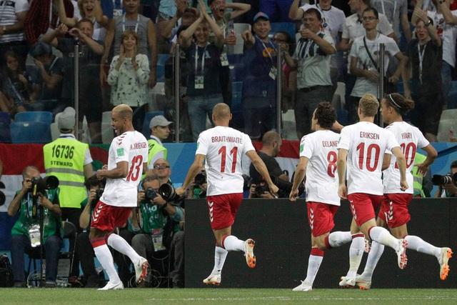 Niềm vui của các cầu thủ Đan Mạch khi có được bàn thắng mở tỉ số sớm