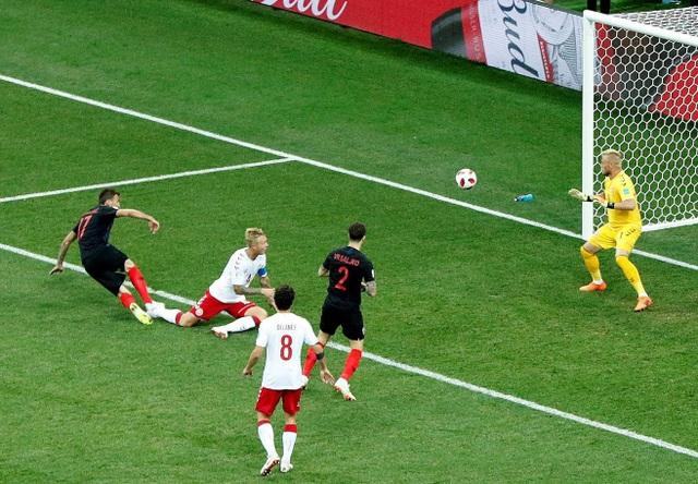 Tuy nhiên Croatia cũng chỉ mất hai phút để gỡ hòa 1-1