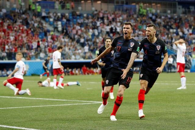 Niềm vui của Mandzukic và các đồng đội sau khi có bàn gỡ hòa