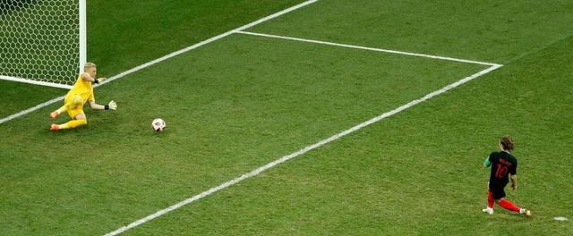 Modric bỏ lỡ cơ hội ghi bàn ở hiệp phụ từ chấm 11m