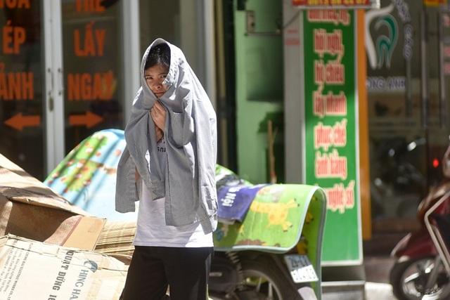 Người lao động trần mình dưới nắng nóng 45 độ C - 11