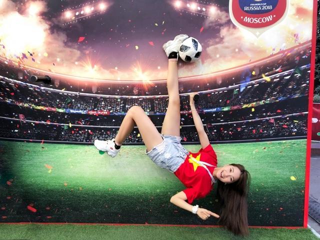 Ngọc Nữ cũng là một thủ môn rất cừ tại Học viện Nông nghiệp Việt Nam. Bóng đá mang lại cho Nữ rất nhiều thứ: sự thư giãn, sức khỏe...