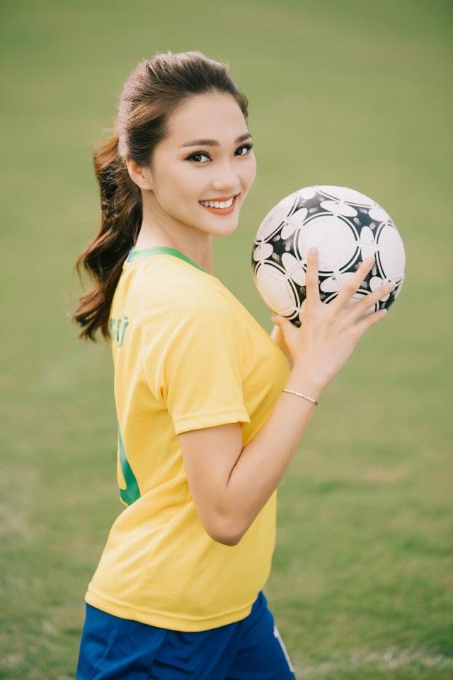 Ngọc Nữ có một tình yêu bất tận đối với đội tuyển Brazil, và Neymar. Cô cho biết, bản thân đang rất phấn khích chờ đón trận đấu giữa 2 đội tuyển Brazil và Mexico, trong khi các ứng cử viên lớn đã đang lần lượt xách vali về nước.