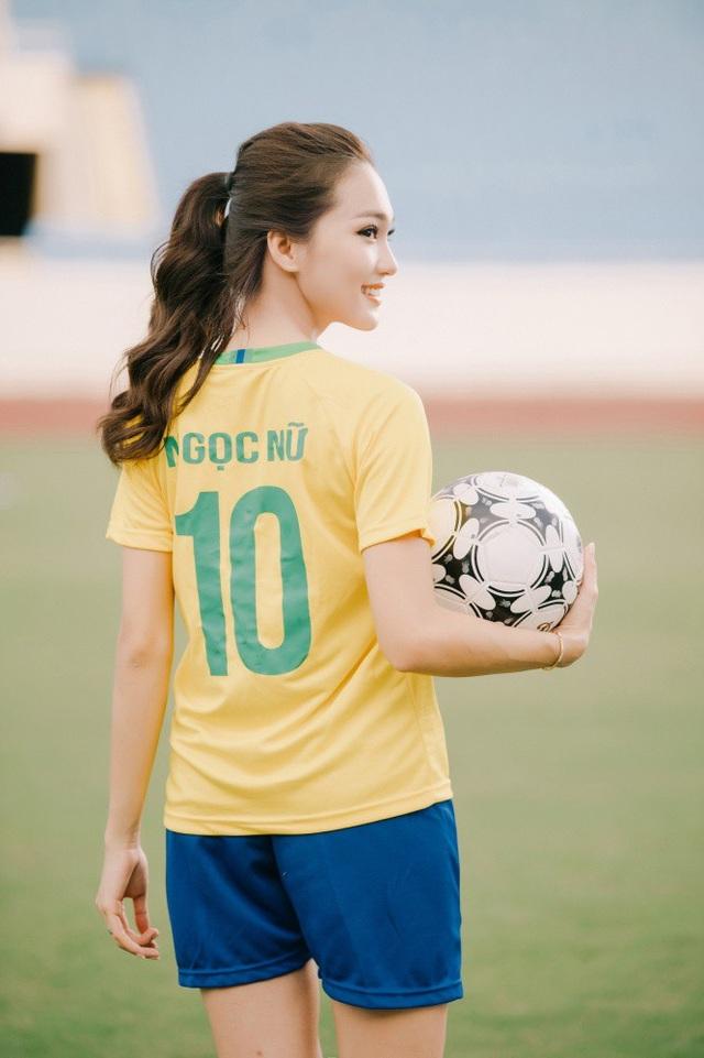 Và đêm nay Ngọc Nữ sẽ cổ vũ hết mình cho chiến thắng của Brazil trước đội tuyển Mexico. Ngọc Nữ dự đoán kết quả trận đấu sẽ là 2-1 nghiêng về Brazil, cô chia sẻ về dự đoán của mình.
