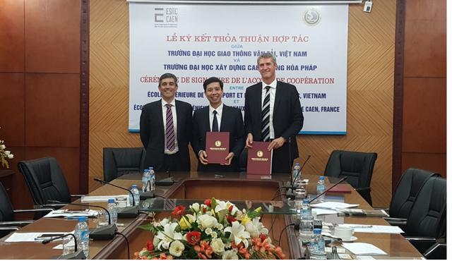 Ông Benoit Alleaume, giám đốc đại điện của Công ty Cáp dự ứng lực Freyssinet tại Việt Nam tham gia lễ ký kết hợp tác đào tạo tại trường Đại học Giao thông vận tải