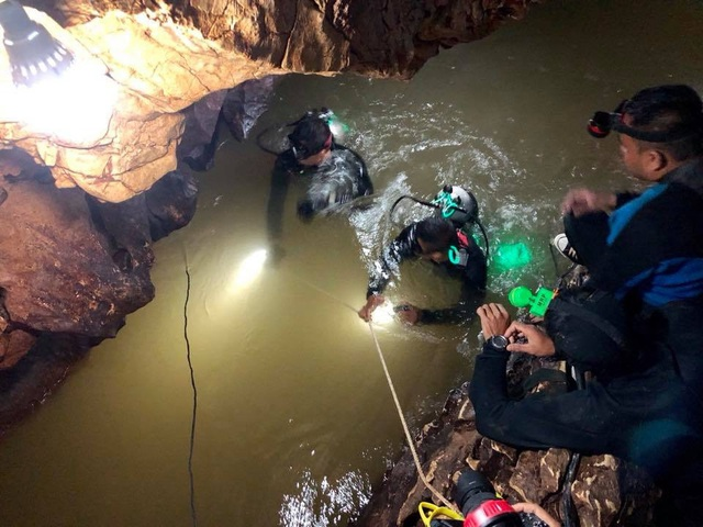 Đội cứu hộ đã tiếp cận khu vực gần nơi đội bóng được cho là đang trú ẩn. (Ảnh: Reuters)