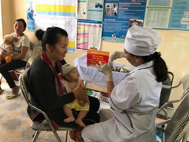 Các trẻ của xã Đồng Sơn (Hoành Bồ, Quảng Ninh) được tiêm đầy đủ vắc xin trong Tiêm chủng mở rộng.