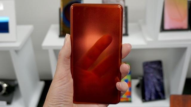 Công nghệ mới của Corning cho phép mặt lưng kính của smartphone trở nên độc đáo hơn