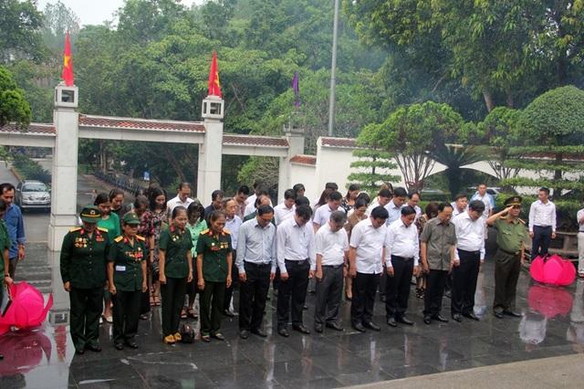 Đoàn dành một phút mặc niệm 10 nữ anh hùng liệt sĩ TNXP...