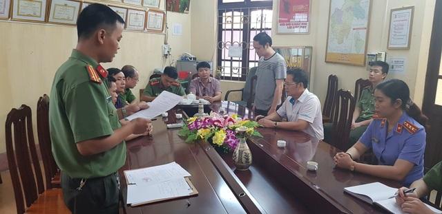 Cơ quan An ninh điều tra - Công an tỉnh Hà Giang đã tống đạt các quyết định khởi tố vụ án, khởi tố bị can đối với ông Vũ Trọng Lương.