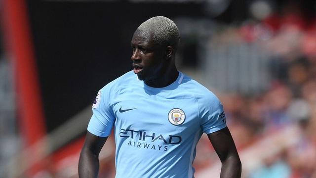 Ở vị trí hậu vệ trái, Man City cũng đang giữ kỷ lục chuyển nhượng khi bỏ ra 52 triệu bảng để chiêu mộ Mendy. Dù vậy, cầu thủ này đã dính chấn thương nặng và nghỉ thi đấu phần lớn thời gian mùa giải trước.