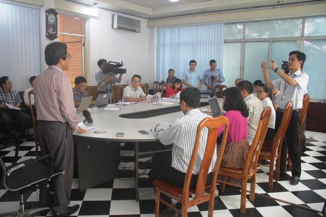 Quang cảnh buổi cung cấp thông tin cho báo chí tại Sở GD-ĐT tỉnh Kon Tum