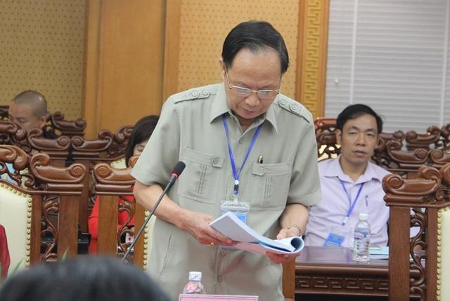 TS Nguyễn Cao Vãng - Phó Chủ tịch Hội Cựu TNXP Việt Nam trình bày tham luận Vai trò của lực lượng TNXP Việt Nam trong cuộc kháng chiến chống Mỹ cứu nước.