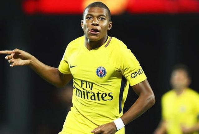 Mbappe đã chơi khá hay trong màu áo PSG mùa giải trước. Sau khi tỏa sáng rực rỡ ở World Cup 2018, Mbappe được xem là… vô giá. PSG tuyên bố sẽ không để cầu thủ này ra đi với bất kỳ giá nào ở mùa Hè 2018.