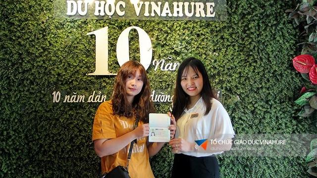 Bạn Đào Thu Trang - học viện Vinahure nhận học bổng 39% trường César Ritz