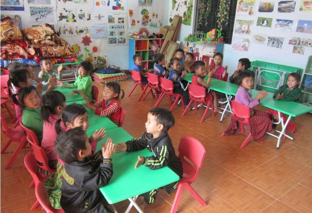 """Trường Mầm non Cán Chu Phìn (Hà Giang) khang trang sạch đẹp trong ngày chào đón các tình nguyện viên Prudential trở lại thăm trường trong """"Hành trình gắn kết yêu thương""""."""