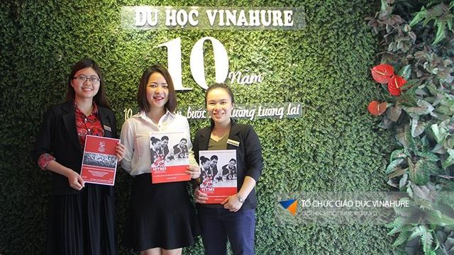 Ms. Lucy Nguyễn - đại diện HTMi trong chuyến thăm Vinahure