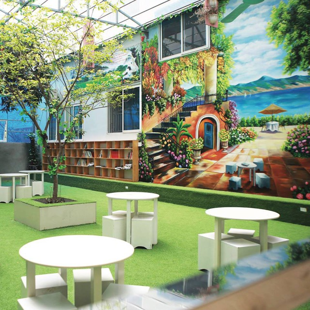 Một góc thư viện xanh yên bình và thư giãn.