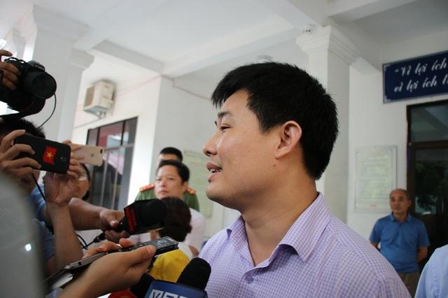 Ông Sái Công Hồng (Phó Cục trưởng Cục Quản lý chất lượng - Bộ GD&ĐT) trả lời báo chí.