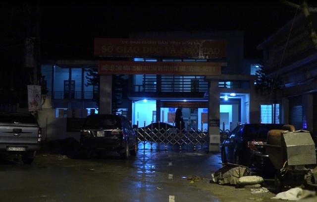 Sở GD&ĐT Sơn La lúc 11h30 đêm 19/7 vẫn sáng đèn để phục vụ việc rà soát lại điểm thi THPT quốc gia cho các thí sinh tại tỉnh này.